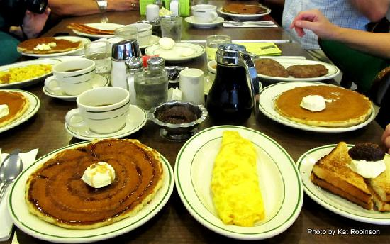 The Pancake Shop: I told you the pancakes were big!  That's a three egg omelet next to it.