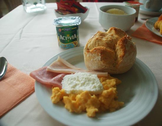 Grao Vasco Hotel: Hotel breakfast.  Pretty standard, but hight quality.