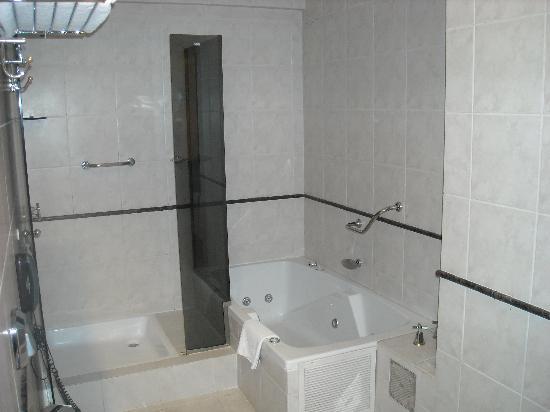Casa Real Hotel: parte del baño