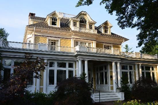 Inn at 202 Dover: Exterior View