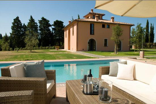 Villa Lestra: external
