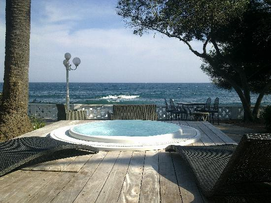 La Villa Mauresque: le jacuzzi face à la mer