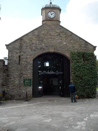 Middleham, UK: The Entrance