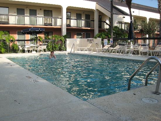 Baymont Inn & Suites Tallahassee : pool needed skimming after night, but nice
