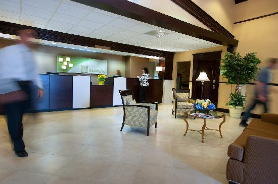 Holiday Inn Tewksbury Andover: Hotel Reception