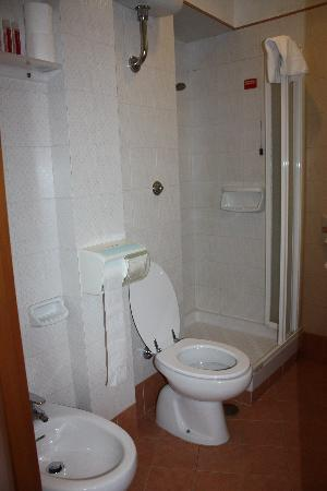 Hotel Concordia: small bathroom