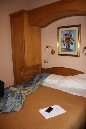 Hotel Concordia: bed