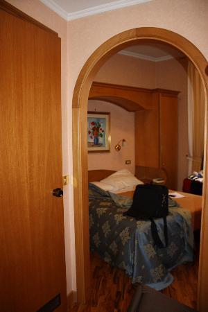 Hotel Concordia: tiny room