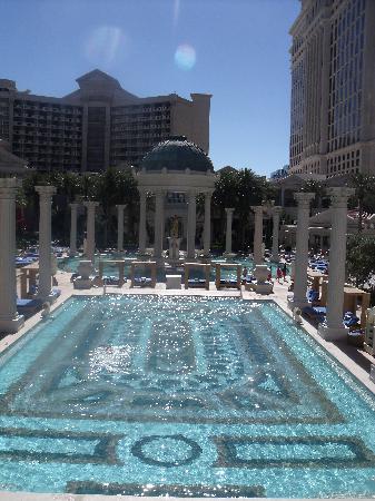 Caesars Palace: Pool