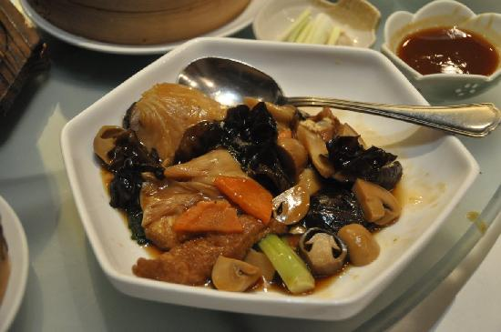 Dragon-i: Braised seasonal vegetable with mushroom