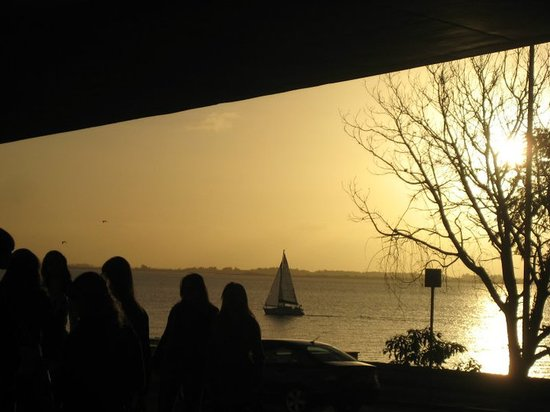 Fundacao Ibere Camargo : sunset river view