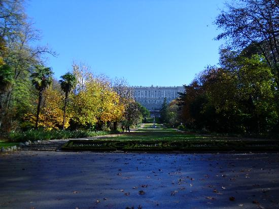 Jardin de Recoletos: View of the palace for campo del moro
