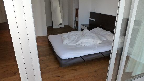 Jardines Del Mar Apartments: Note futon bed