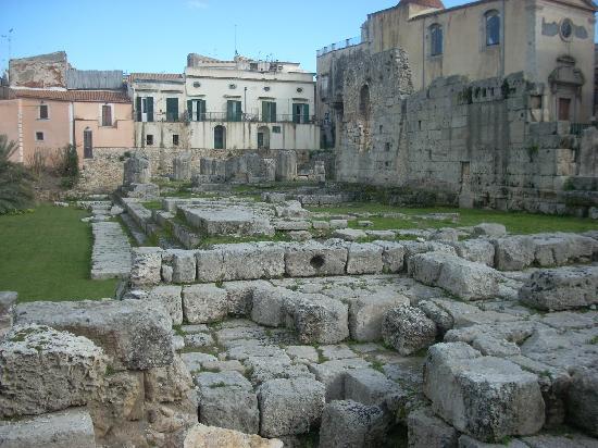 Tempio di Apollo: Another view of the Temple of Apollo.