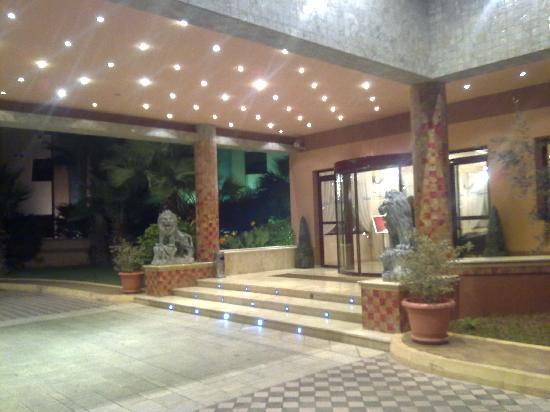 Hotel Eden Airport : entrée de l'hotel