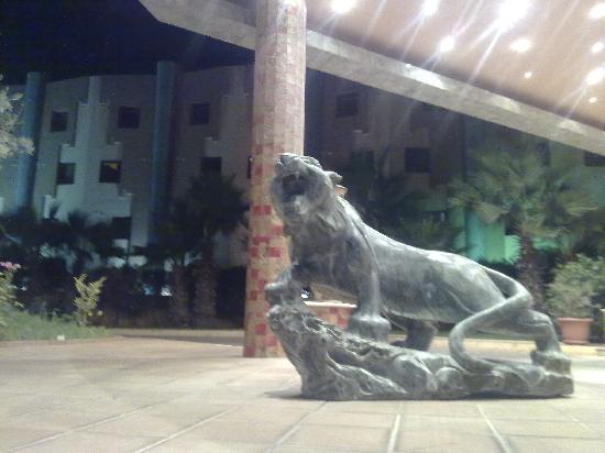 Hotel Eden Airport : un tigre en marbre