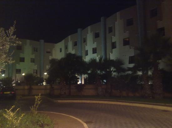 Hotel Eden Airport : les chambres qui donne sur le parking