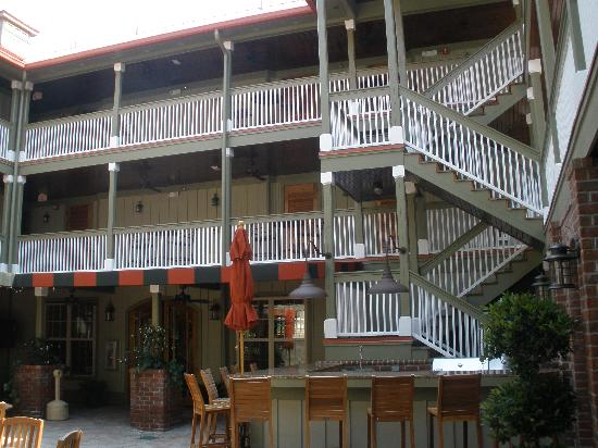 The Inlet Sports Lodge: The courtyard is great for socializing.