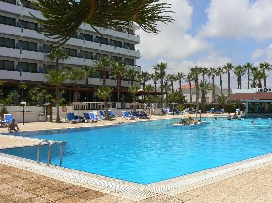 Cavo Maris Beach Hotel: Pool view