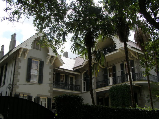 Sandra Bullock's beautiful house in the Garden District.
