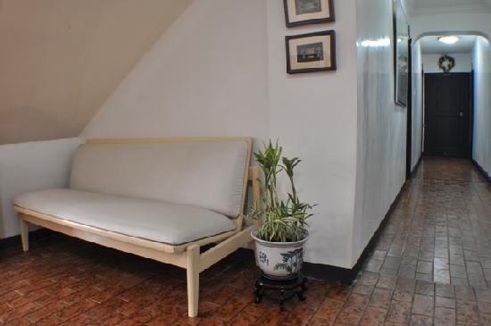 Makati Apartelle: Ground Flr. Corridor