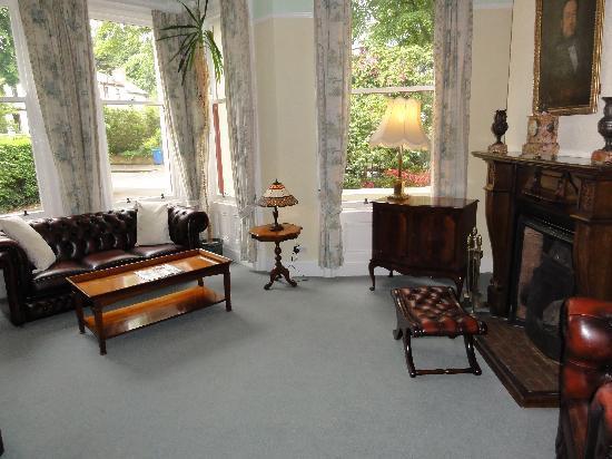 Bienvenue Guesthouse: Front room