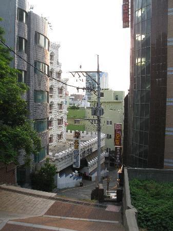 Elysee Motel: Stairs to Yongdusan Park