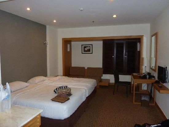 Hotel New Saphir Yogyakarta: Room
