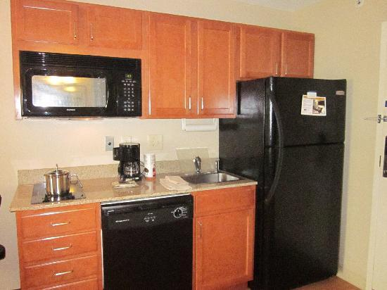 Candlewood Suites Rocky Mount : Very clean and has dishes and untinsels already in room.