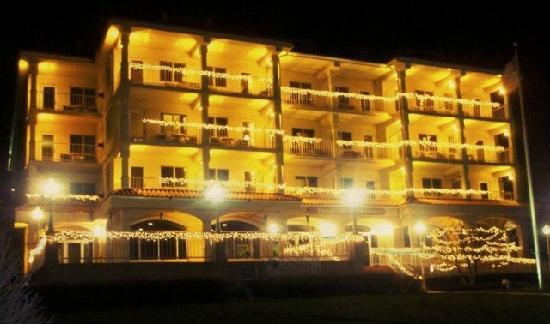 Bella Vista Suites: Night Time