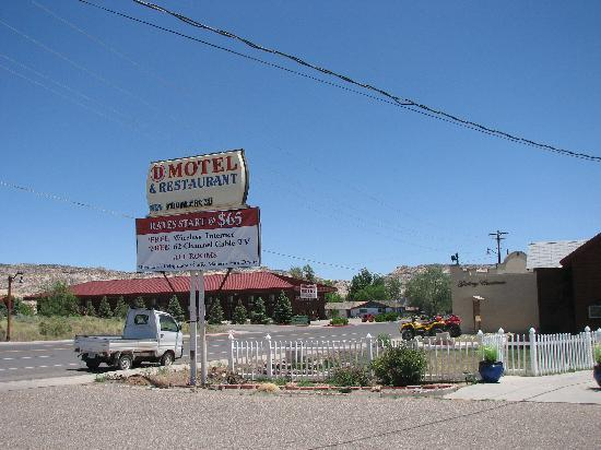 Circle D Motel : Front of the Motel