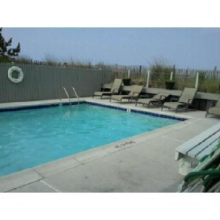 Dewey Beach, DE: small but clean pool