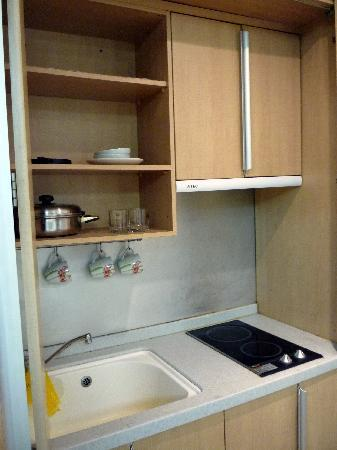 Incheon Airport Guesthouse: mini kitchen
