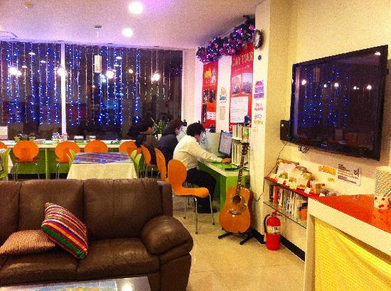 Yeha guesthouse: common area