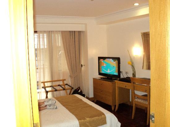 โรงแรมซิตี้ การ์เด้น สวีท: the other half of our room
