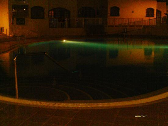 HD Parque Cristobal Tenerife : the pool at night outside our room