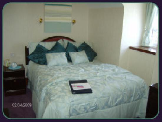 Kathmore Guest House: Small double en suite