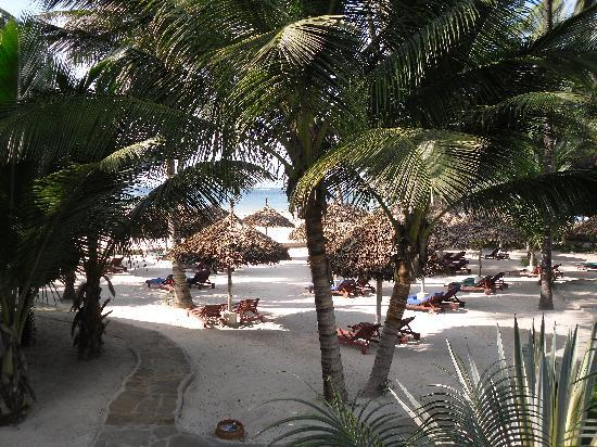 Pinewood Beach Resort & Spa: View from pool
