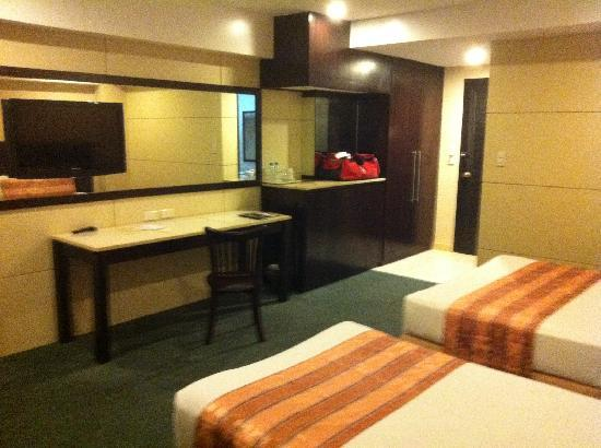 Cebu Grand Hotel: my room at the 5th floor
