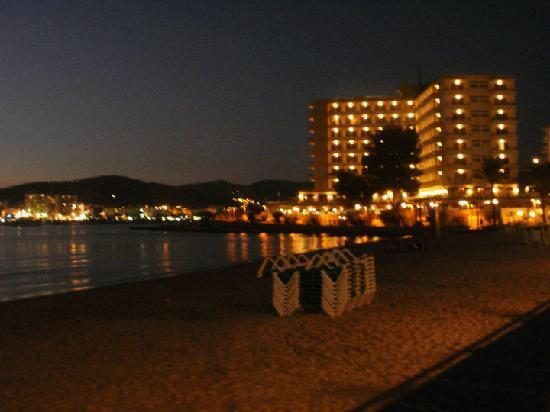 azuLine Hotel Bergantin: Lovely evening veiw on walk to the bars
