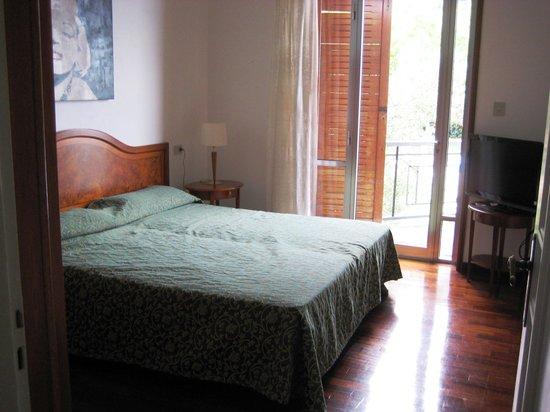Villa Cappellina: Schlafzimmer mit Balkon