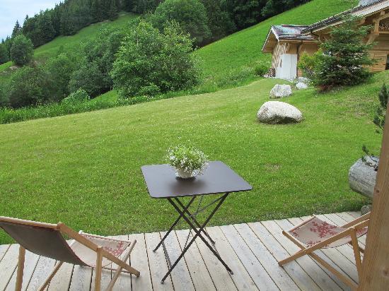 Relais & Chateaux Flocons de Sel : Terrasse de la chambre 2