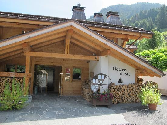 Relais & Chateaux Flocons de Sel: Entrée de l'hôtel