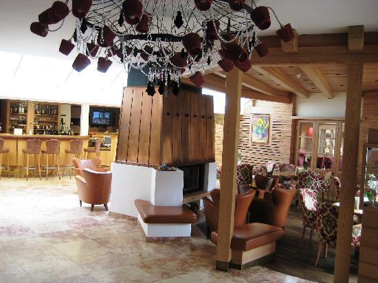 Hotel Excelsior: Lobby, Kaminecke