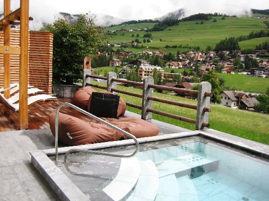 Excelsior Dolomites Life Resort: Außen-Relax-Pool
