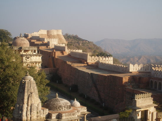 Rajsamand, Indien: The mighty walls