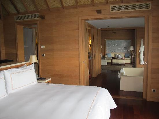 Four Seasons Resort Bora Bora: FS Bora Bora bedroom