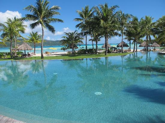 Four Seasons Resort Bora Bora: main pool of the resort