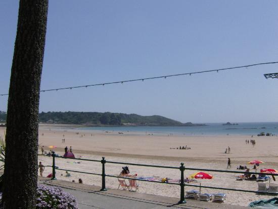Miramar Hotel : beach brelards bay