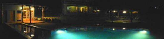 Villa Familiar: Night Time